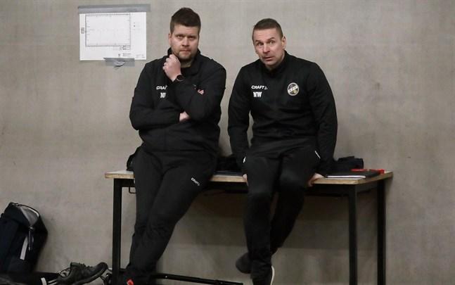 Tränarduon i KPV, Niko Kalliokoski och Niklas Vidjeskog som har coachat mot Inters 2002-födda juniorer, då han var tränare för Jaros B-juniorer.