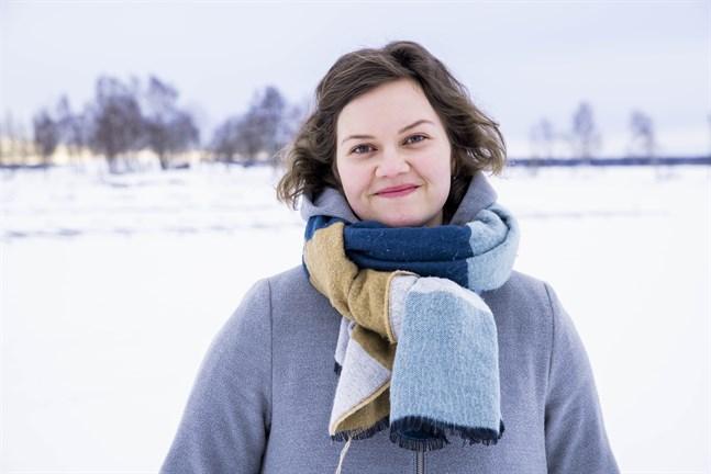 """Sofie Lundell får utlopp för sin kreativitet när hon skriver låtar. """"Jag tror det är viktigt att hålla igång den skapande sidan av sig själv också under tider som de här"""", säger hon."""