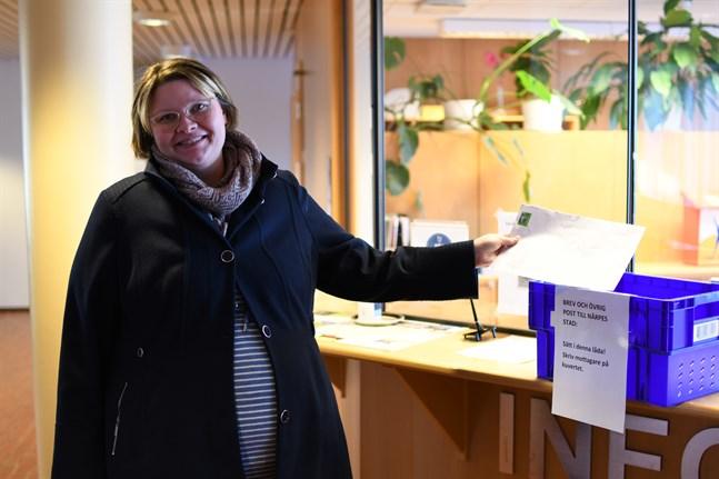 Sådär, nu är initiativet överlämnat och det är upp till stadens tjänstemän och politiker att fundera hur man ska hantera det stora intresset för dagvård på finska, konstaterar Sofia Sigg.