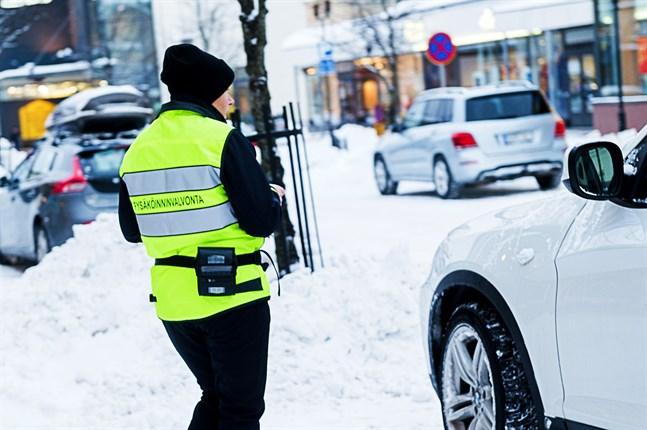 Färre bilar i centrum under 2020 innebar färre parkeringsböter och mindre intäkter för Vasa.