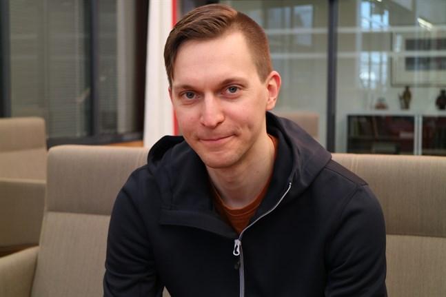 Hvc-läkaren Antti J. Saari säger att en digital kontakt ibland kan vara mer motiverad än ett personligt möte mellan läkare och patient.