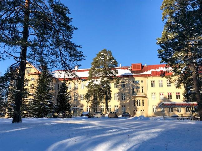 Man behöver enligt mig, inte se en fristående byggnad på en avskild och naturskön plats på det gamla Roparnäs sjukhusområdet som något stigmatiserande, skriver Per Hellman i sin insändare.