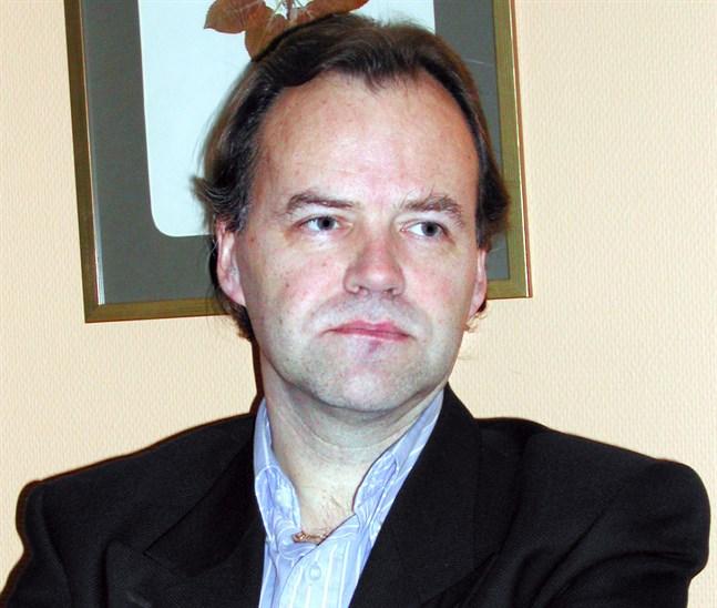 Caj-Anders Skog har haft sin hand med i många framgångsrika företagsaffärer i Jakobstadsregionen. Han var styrelseordförande i Norlic och fortsätter som senior rådgivare åt Rantalainen-koncernen, där han blir delägare.