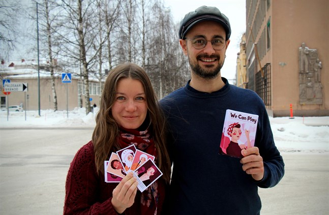 """Julia Johansson och Albert Pinilla vill producera ett spel som sätter fokus på kvinnor i historien. """"We can play"""" har inspirerats av det österbottniska spelet """"På radin""""."""