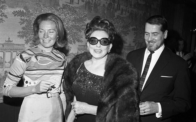 Zarah Leander på sin 60-årsdag 1967 tillsammans med sina barn.