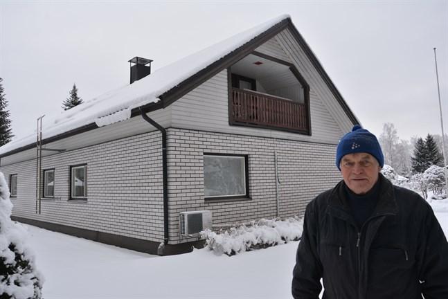 De kunde helst ha väntat till sommaren, med tanke på dem som nu funderar på att montera en antenn på taket, säger Ralf Rönnlund.  För det är inte roligt att springa på taket mitt i vintern.