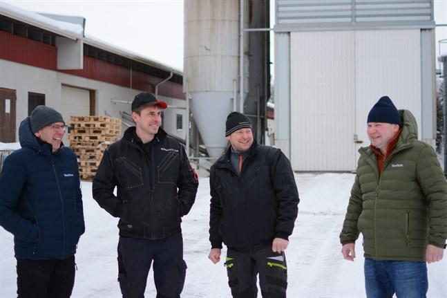 Anders Lillandts, Tomas Långgårds, Kjell-Göran Paxals och Henrik Holms Westfarm i Malax är den första större gården i Finland som föder upp grisar helt utan soja.