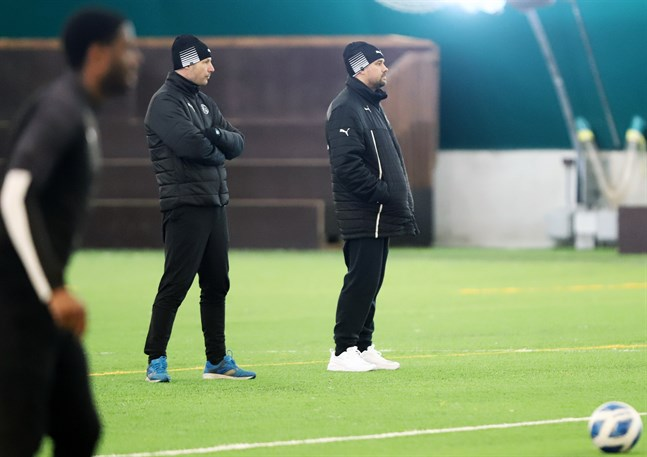 VPS tränarduo Jussi Nuorela och Jukka Karjalainen har nästan hela truppen till förfogande inför cupderbyt mot Jaro.