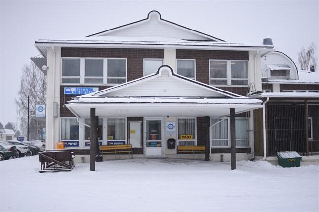 Närpesborna får räkna med att det kommer att bli någon form av uppehåll mellan aktörerna i busstationen.