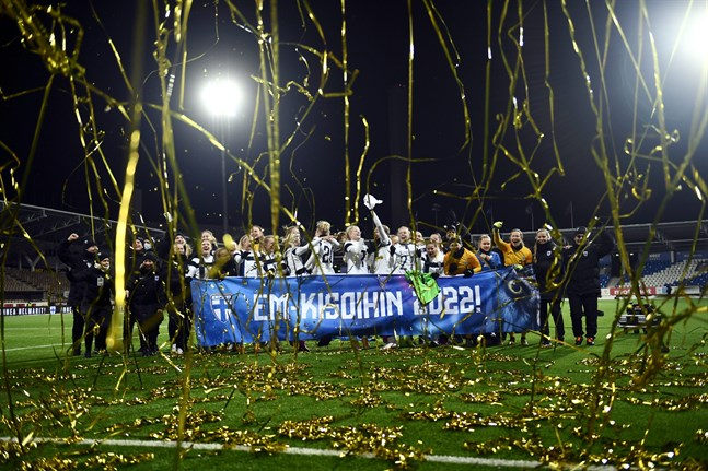 Guldjubel och konfetti. Finland är i EM 2022!