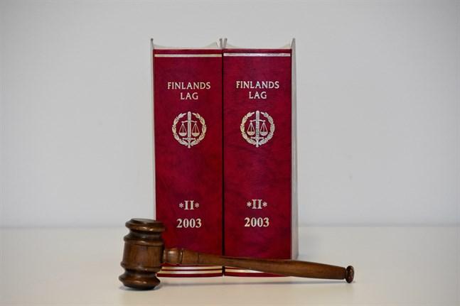 Ålands tingsrätt har dömt en man till fyra års fängelse för dråpförsök efter ett gräl på Lappo, Brändö på Åland år 2019.