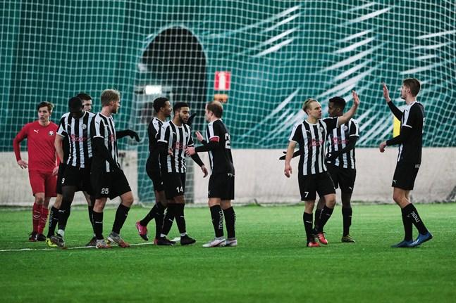 VPS säkrade förstaplatsen i sin cupgrupp genom en 3–1-seger mot Jaro. Innan det sänktes RoPS med 0–3 och i premiären borta mot KPV blev det 1–1.