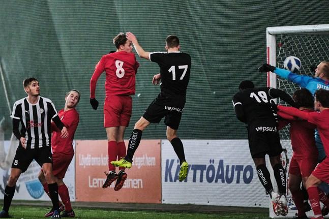 Kalle Multanen nickade in 2–0 på en hörna.