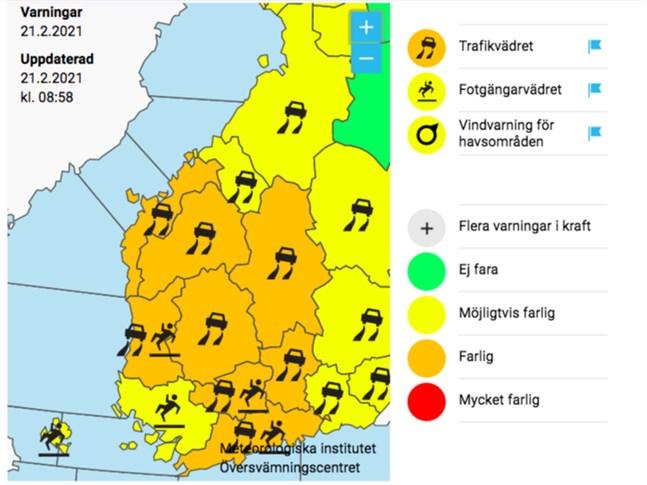 Meteorologiska institutet varnar för mycket dåligt väglag i Österbotten under söndagen.