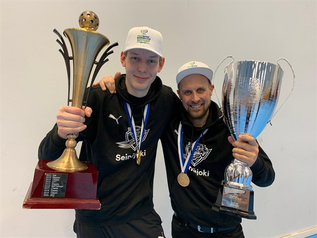 Anton Kronqvist (till vänster) och Jori Isomäki från Nykarleby vann cupguld med SPV i helgen.