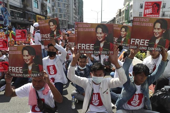Demonstrationer mot militärjuntan i staden Mandalay i Myanmar.