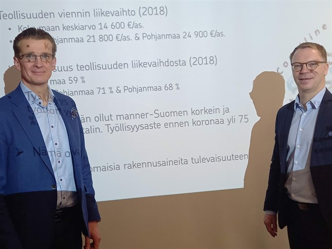Jouko Pölönen och Jyrki Rantala är imponerade över regionens exportsiffror.