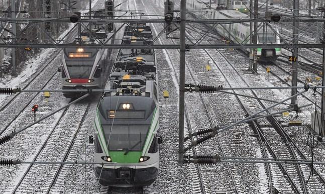 n systemstörning orsakade förseningar i tågtrafiken på måndagskvällen.