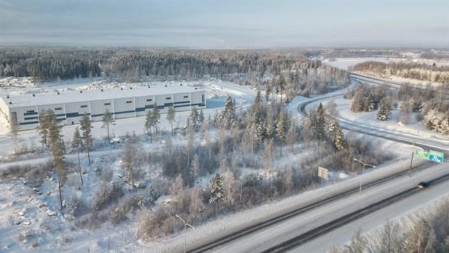 Tomten som Scania bygger på finns i korsningen av riksvägarna 8 och 3.