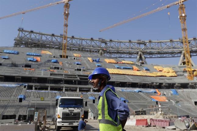 Över 6500 gästarbetare har hittills mist livet i samband med Qatars byggnadsprojekt inför VM-slutspelet nästa år.