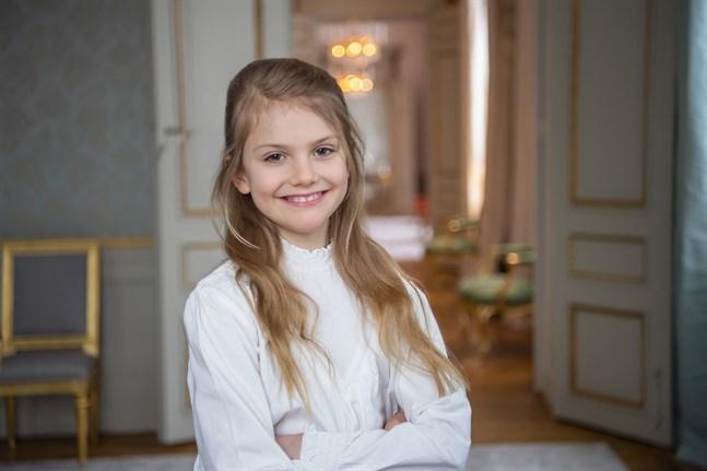 Prinsessan Estelle inför sin födelsedag hemma på Haga slott.