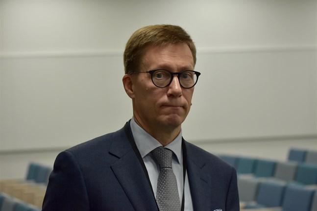 Chefsläkare Mikko Pietilä påminner om vikten av att bära munskydd. Arkivbild.