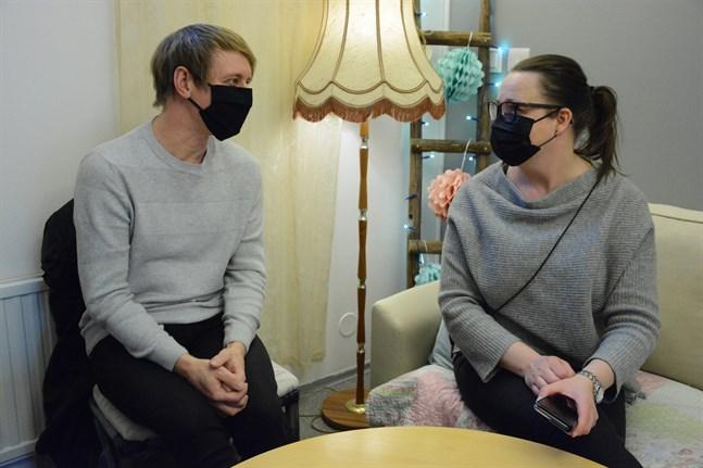 Peter Grannas och Hanna Pylvänäinen erbjuder kurser till varandras studerande från och med höstterminen.