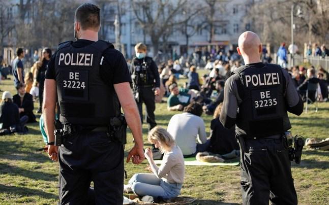 En tredjedel av tyskarna är kritiska till de negativa konsekvenser som coronarestriktionerna har fått för medborgerliga fri- och rättigheter i Tyskland.