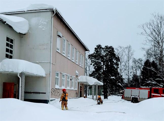 Räddningsverkets rökdykningsövningar  i Kyrkbackens skola fortsätter under våren.