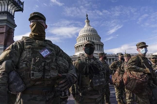 Nationalgardessoldater på vakt vid kongressbyggnaden Kapitolium, efter den dödliga attacken i januari.