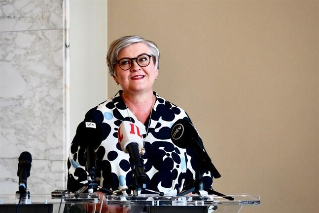 Riksdagens talman Anu Vehviläinen anser att exceptionella åtgärder nu behövs för att hindra virusspridningen.