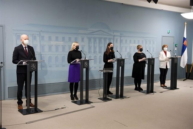 Ministrarna Jussi Saramo, Maria Ohisalo, Sanna Marin, Annika Saarikko och Anna-Maja Henriksson.