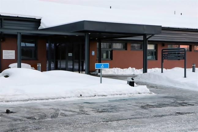 En motion har lämnats in om att Korsnäs ska försöka sälja sin del i hälsovårdscentralen i Malax.