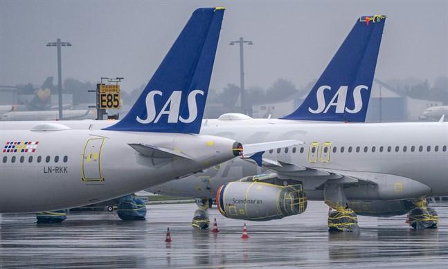 Flygbolaget SAS, med den avgående vd:n Rickard Gustafson, redovisar delårsrapport.