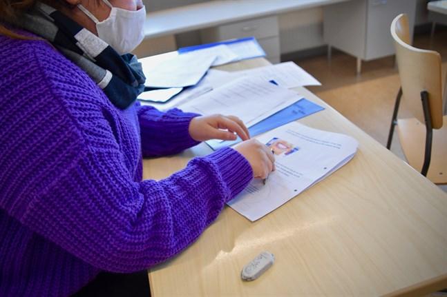 Examinander rekommenderas bära munskydd under hela provtillfällets gång, med undantag för korta mat- och dryckespauser.
