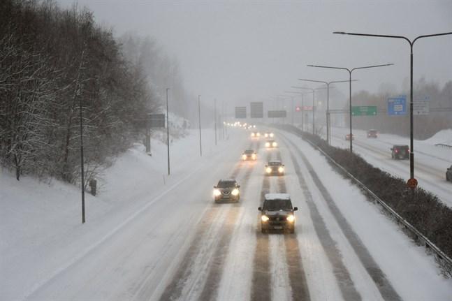 Polispatruller följer med att trafiken flyter på och hastighetsbegränsningarna efterföljs både på huvudvägarna och i Rovaniemi centrum under helgen.