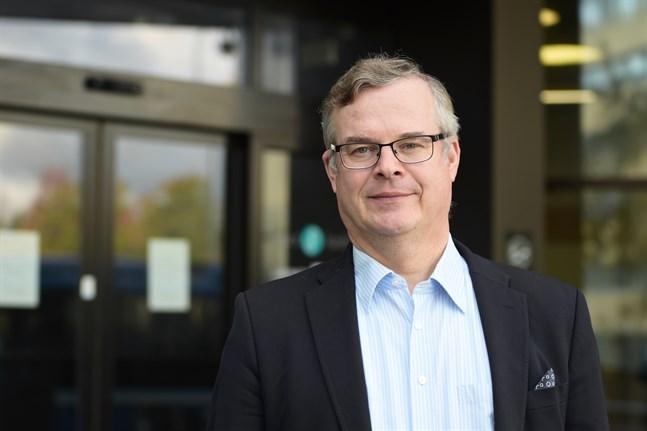 Lasse Lehtonen, diagnostikchef vid Helsingfors och Nylands sjukvårdsdistrikt, anser att gränstrafiken är en orsak till det nuvarande smittläget i Finland.