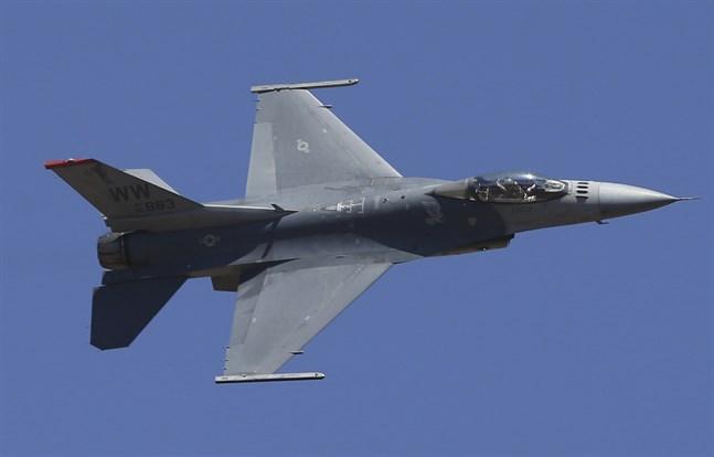 USA har genomfört flyganfall i Syrien, riktade mot Iranstödd milis.