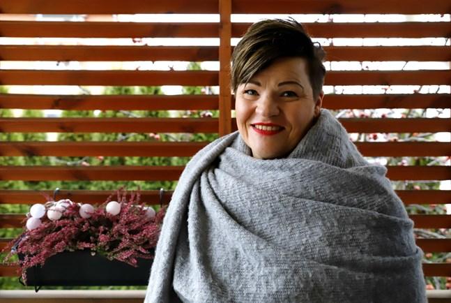 Karin Toivola startar nu ett nytt kärleksfullt projekt tillsammans med studerande från Vamia.
