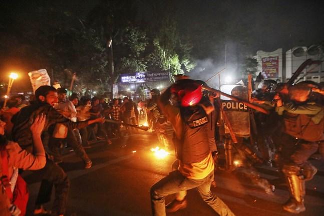 Oroligheterna fortsätter i Bangladesh.