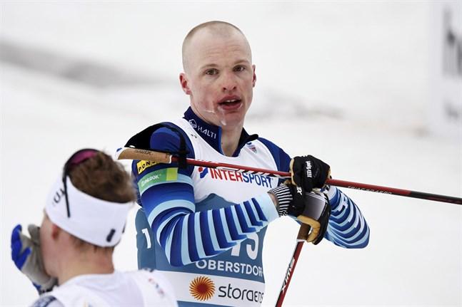 Iivo Niskanen var över två minuter efter täten i skiathlon.
