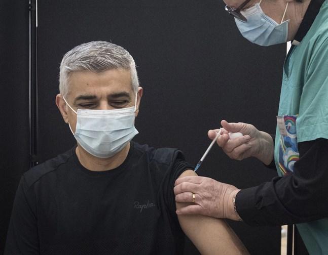 Londons borgmästare Sadiq Khan vaccineras. Arkivbild.