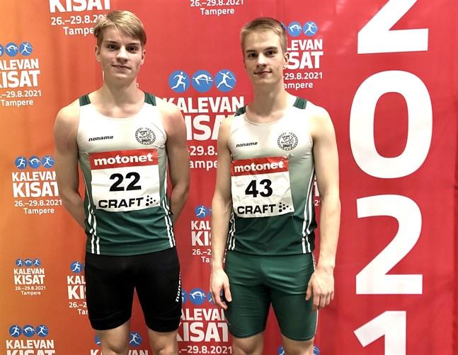 Adrian och Alexander Björkgren gjorde rent hus på 60 meter häck i junior-FM. Alexander sprang hem guldet medan Adrian korades till silvermedaljör.