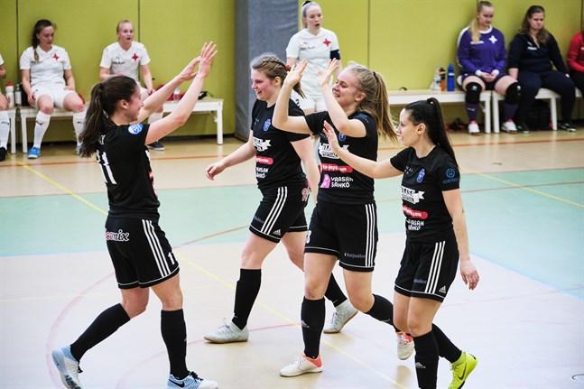 I FC Sport-j är det Vilma Rosenström och Pipsa Lahtinen som gjort flest mål, totalt 27. Bilden är från hemmamatchen mot HIFK FS i slutet av februari.
