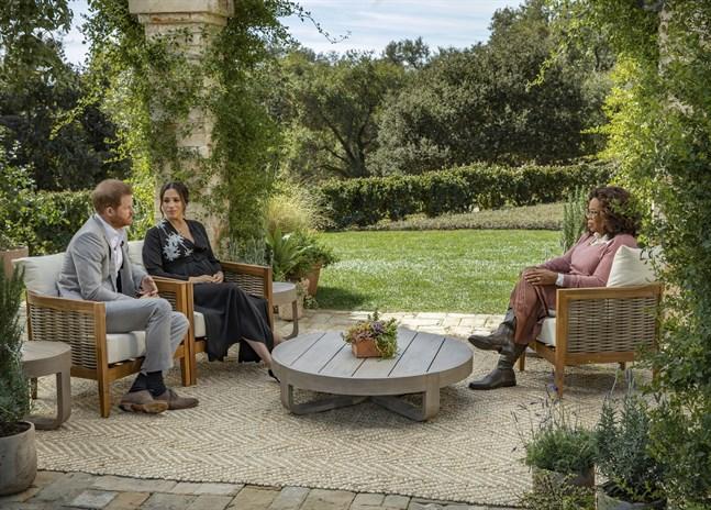 Prins Harry och hans hustru Meghan intervjuas av den amerikanska journalisten Oprah Winfrey. Intervjun sänds i sin helhet den 7 mars.