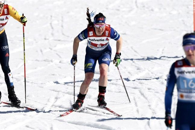 Krista Pärmäkoski, här på söndagens lagsprint, deltar i dagens fristilsmil. Ska det bli säsongens bästa insats för den finländska skidstjärnan?