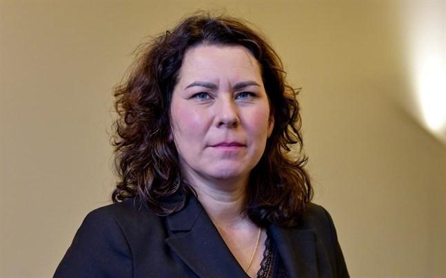 Språkrättsrådet Corinna Tammenmaa vid Justitieministeriet fungerar som ordförande för den arbetsgrupp som ska bereda det språkpolitiska programmet.