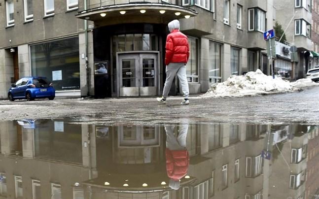 I Vasa sjukvårdsdistrikt får högst sex personer samlas på samma plats, men i Södra Österbottens sjukvårdsdistrikt går gränsen vid tio personer.