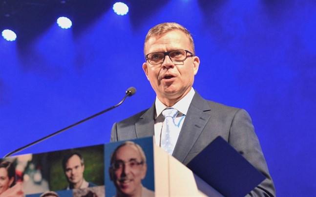 Partiordförande Petteri Orpo sade under partikongressen i september att han tror på en valseger i vårens kommunalval. Den åsikten håller han fortfarande fast vid.