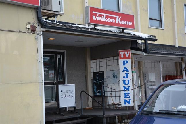 Sedan i lördags står den här skylten Suljettu-Stängd, vid ingången till TV-Pajunen.